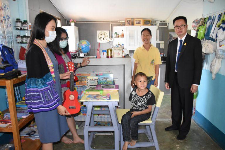 """สพป.เชียงราย เขต 1 ตรวจเยี่ยม 4 ครอบครัว พิจารณาความพร้อมในการเปิด """"บ้านเรียน"""""""