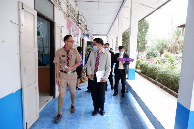 ผู้ตรวจราชการกระทรวงศึกษาธิการลงพื้นที่ตรวจกิจการลูกเสือ ยุวกาชาดสร้างทัศนคติที่ถูกต้องต่อบ้านเมืองฯ ของโรงเรียนบ้านหัวดอย